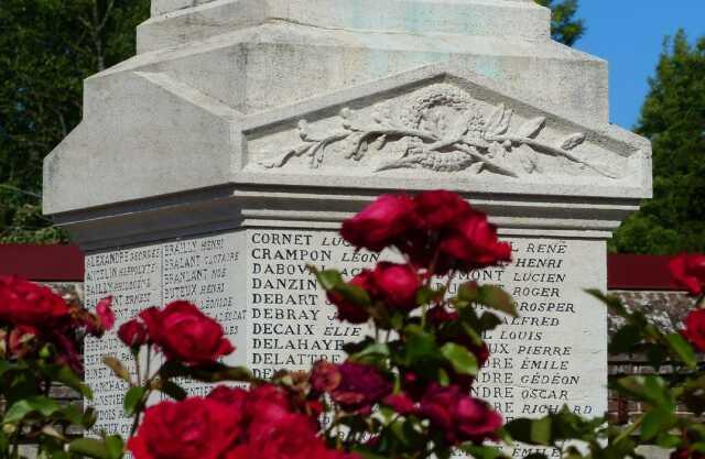 Arrêt sur le monument aux morts de Flixecourt
